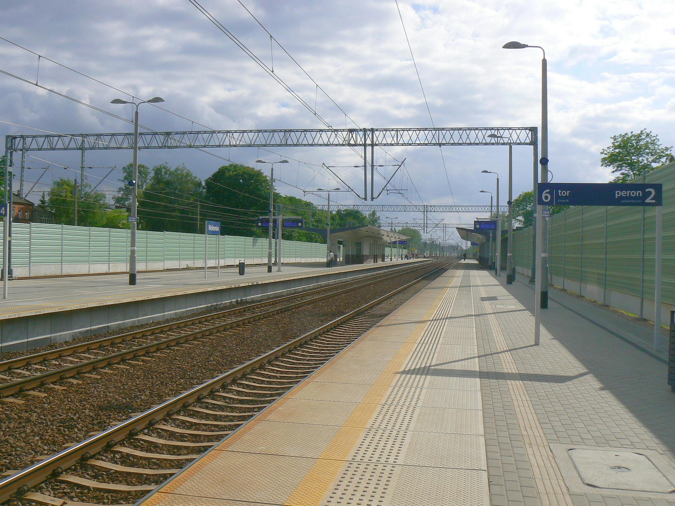 Wolomin_train_station_2017